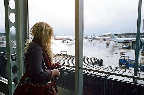 Полезные советы: какую косметику взять в самолёт