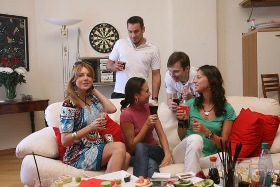 Полезные советы для женщин: как правильно проводить гостей
