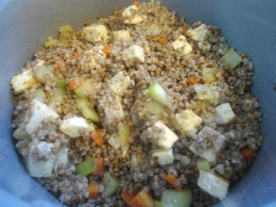 Рецепты вегетарианских блюд: гречка с овощами и сыром