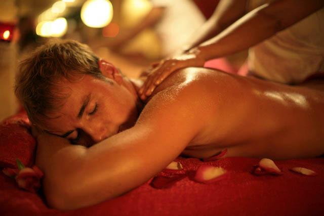 Мужчина и женщина: как делать эротический массаж