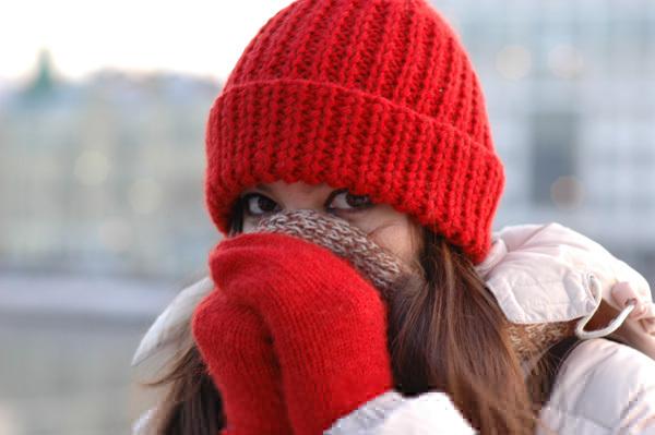 Женское здоровье: зачем носить шапку в холода