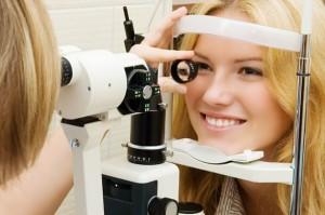Как снять усталость с глаз, не используя медикаментов?