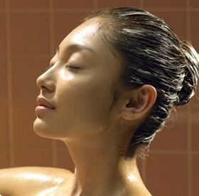 Почувствуйте жизненную силу своих волос, используя камфору в домашней косметологии