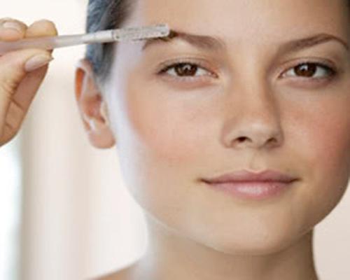 Советы по стилю: как правильно красить брови
